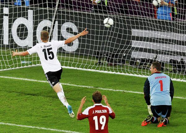 Игровой момент матча Германия - Дания
