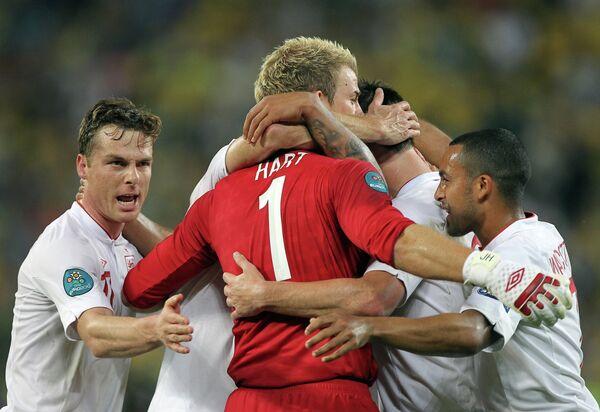Игроки сборной Англии после победы над Украиной