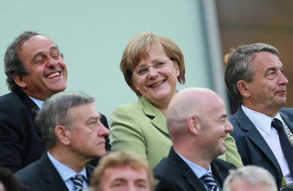 Мишель Платини (слева) и Ангела Меркель