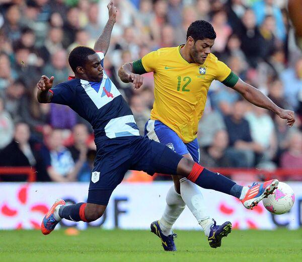 Игровой момент матча Олимпийских сборных Великобритании и Бразилии
