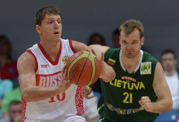 Игровой момент матча Россия и Литва