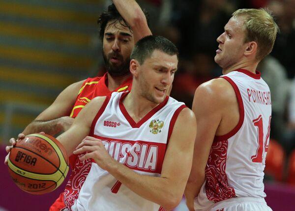 Игровой момент матча сборных России и Испании