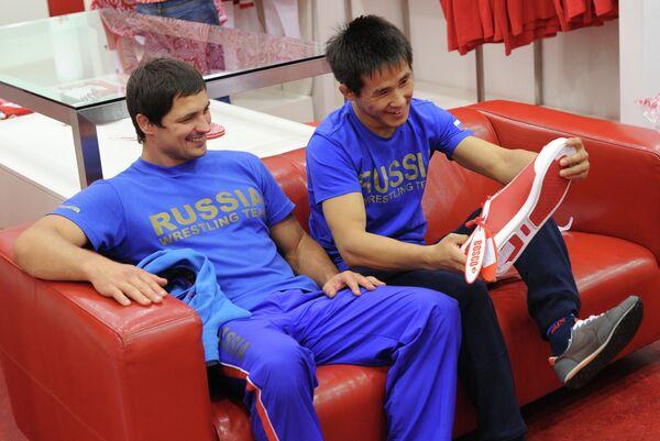 Михаил Иванченко и Мингиян Семенов (слева направо)