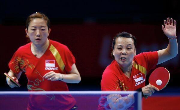 Ли Цзявэй и Ван Юэцю (члева направо)
