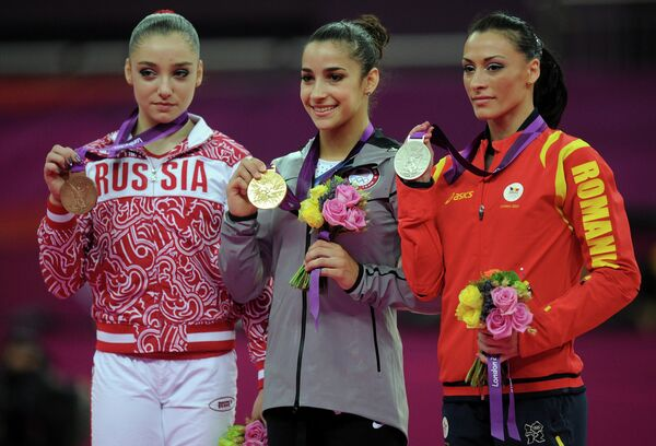 Алия Мустафина (слева)