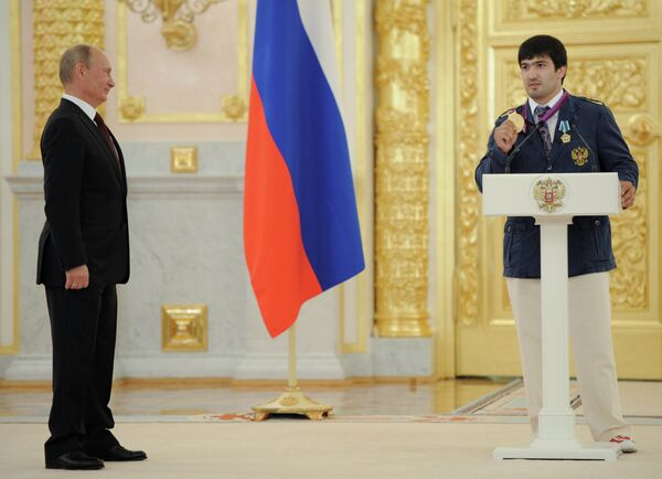 Владимир Путин и Тагир Хайбулаев (слева направо)