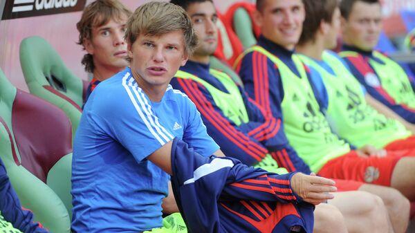 Андрей Аршавин (слева)