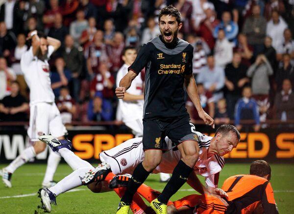 Игровой момент матча Хартс - Ливерпуль