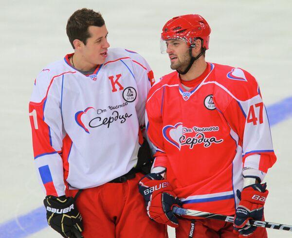 Евгений Малкин и Александр Радулов (слева направо)