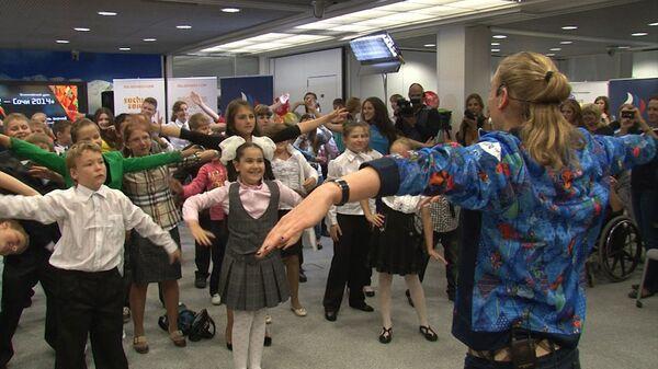 Олимпийская чемпионка Ромашина провела зарядку во время урока-телемоста