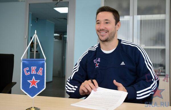 Илья Ковальчук на подписании контракта с ХК СКА