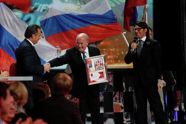 Виталий Мутко, Зепп Блаттер и Андрей Малахов в студии Первого канала во время объявления городов-организаторов ЧМ-2018