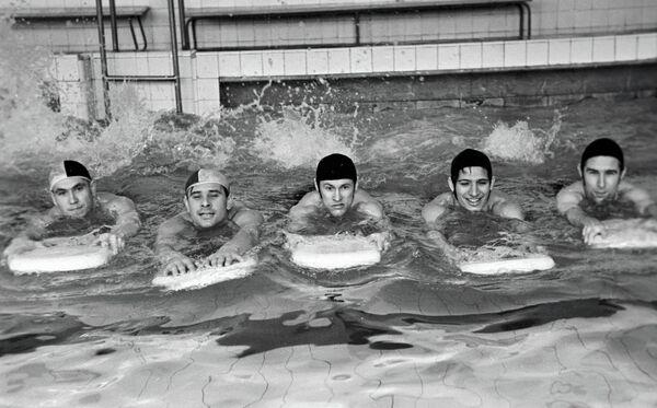 Лев Яшин (второй слева)