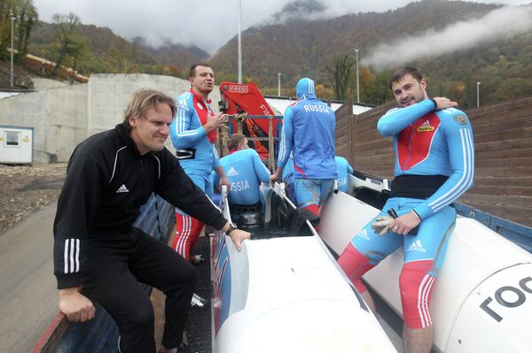 Главный тренер Пьер Людерс (слева) и бобслеист Степушкин Дмитрий (справа)