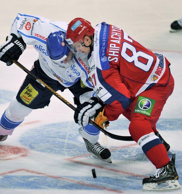Вадим Шипачев (справа)