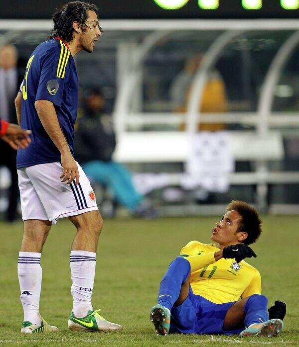 Игровой момент матча Колумбия - Бразилия