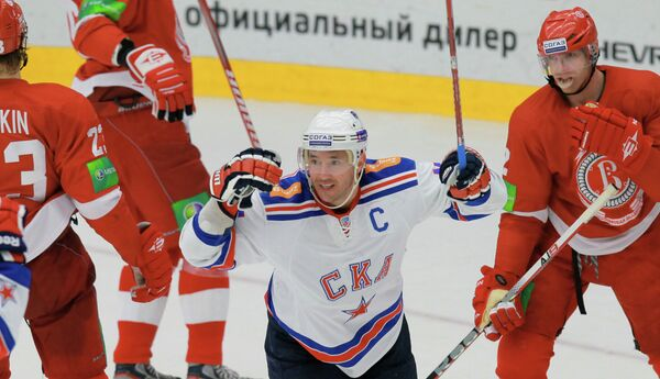 Илья Ковальчук (в центре)