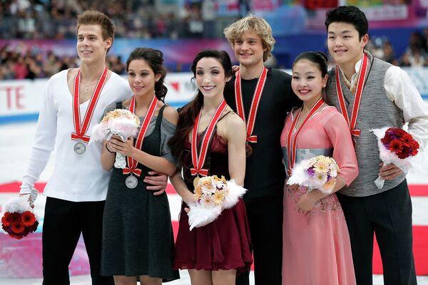 Церемония награждения танцевальных пар: Ильиных/Кацалапов, Дэвис/Уайт, Майя и Алекс Шибутани (слева направо)