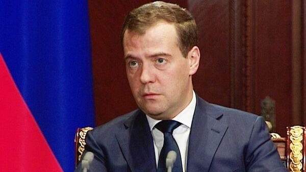 Медведев предложил пожизненно запретить хулиганам вход на стадионы