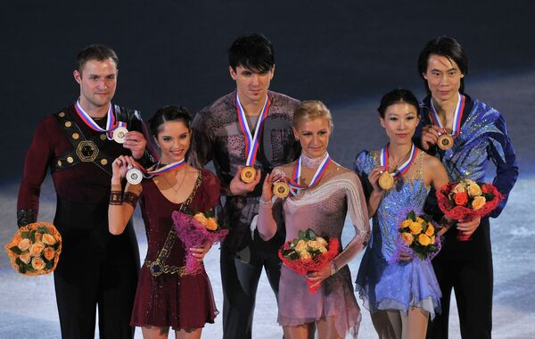 Вера Базарова и Юрий Ларионов, Татьяна Волосожар и Максим Траньков, Цзянь Тун и Цин Пан (слева на право)