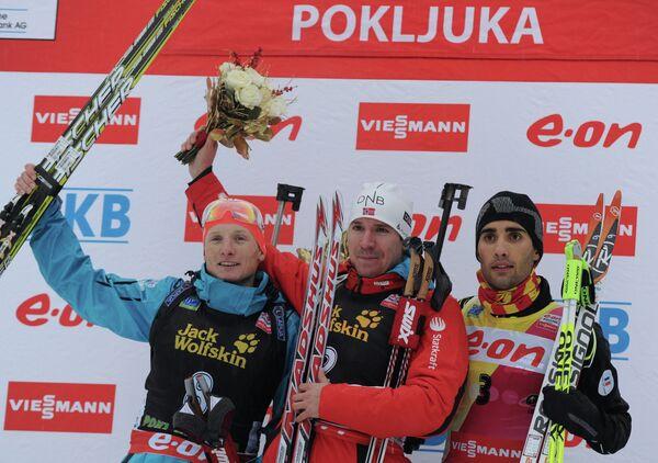 Слева направо: чех Ондржей Моравец (второе место), норвежский спортсмен Эмиль-Хегле Свендсен (первое место) и француз Мартен Фуркад (третье место).