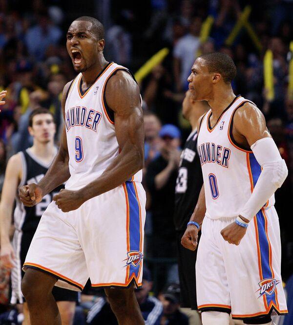 Баскетболисты Оклахомы Серж Ибака и Рассел Вестбрук