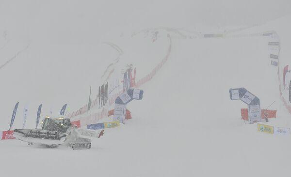 Снегопад во время соревнований по ски-кроссу