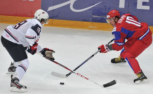 Джейк Маккейб (слева) и Наиль Якупов