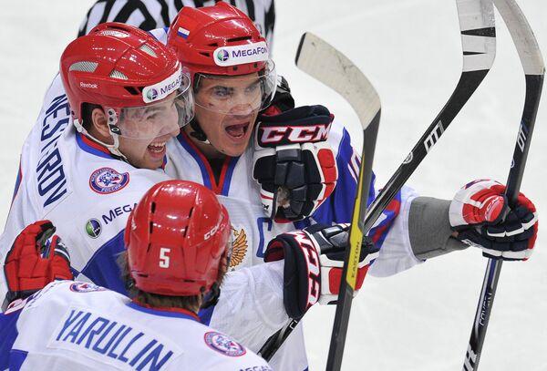 Игроки сборной России Никита Нестеров, Альберт Яруллин и Александр Хохлачев (слева направо)