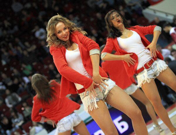 Участница группы поддержки баскетбольного клуба Спартак