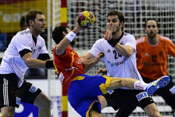 Игровой момент матча Испания - Германия