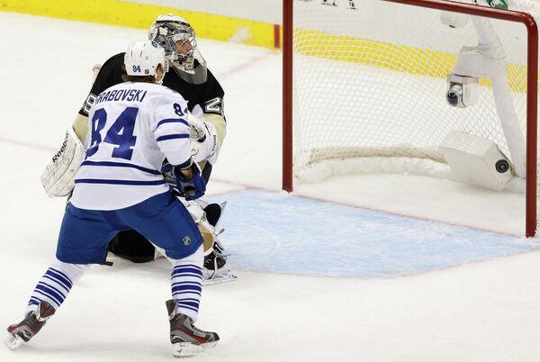 Игровой момент матча Питтсбург Пингвинз - Торонто Мэйпл Лифс