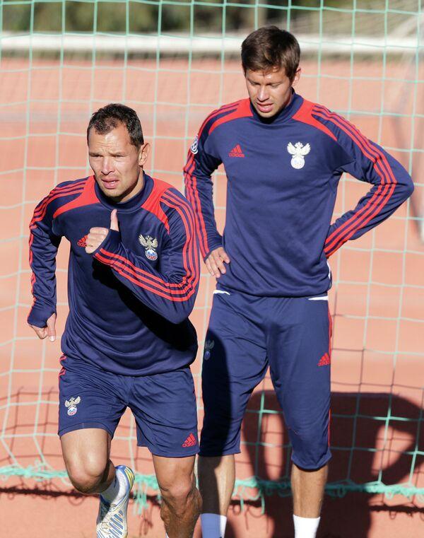 Игроки сборной России Сергей Игнашевич (слева) и Федор Смолов