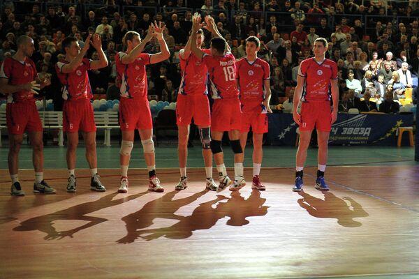 Игроки Команды Михайлова перед волейбольным Матчем звезд-2013