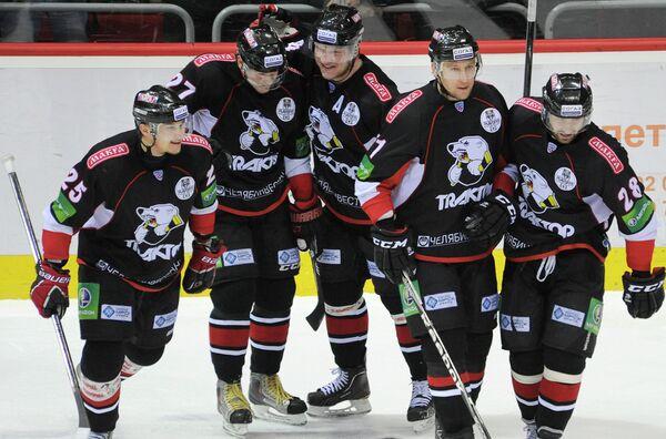 Игроки Трактора радуются победе над Барысом в 1/8 финала плей-офф КХЛ