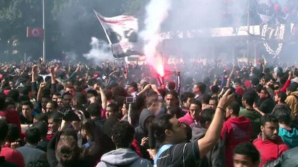 Египтяне жгут здания в знак протеста против смертного приговора фанатам