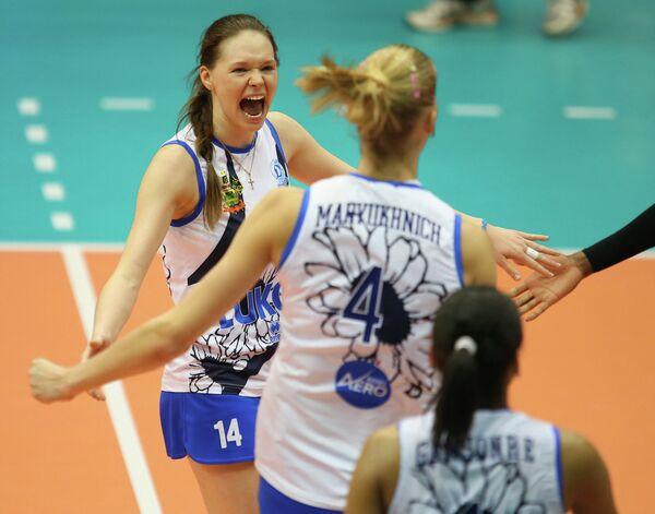 Ирина Уралева (слева)