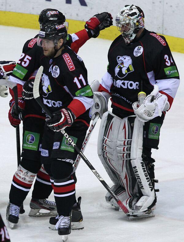 Хоккеисты Трактора радуются победе своей команды над Ак Барсом