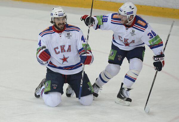 Евгений Артюхин (слева) и Кевин Даллмэн
