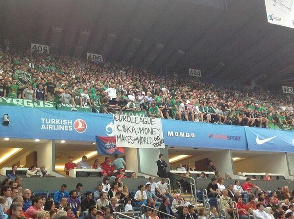 Банер болельщиков Панатинаикоса в адрес ЦСКА на финальном матче Евролиги-2012 в Стамбуле