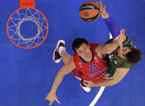 Александр Каун (слева) и игрок Каха Лабораля Андрес Ночиони