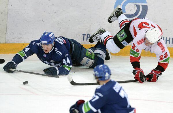 Игровой момент матча Динамо - Трактор