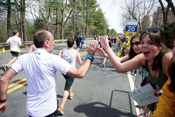 Участники Бостонского марафона