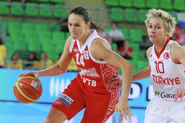 Светлана Абросимова и Ишил Албен (слева направо)