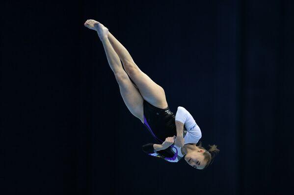 Румынская спортсменка Лариса Йордаке выполняет вольные упражнения
