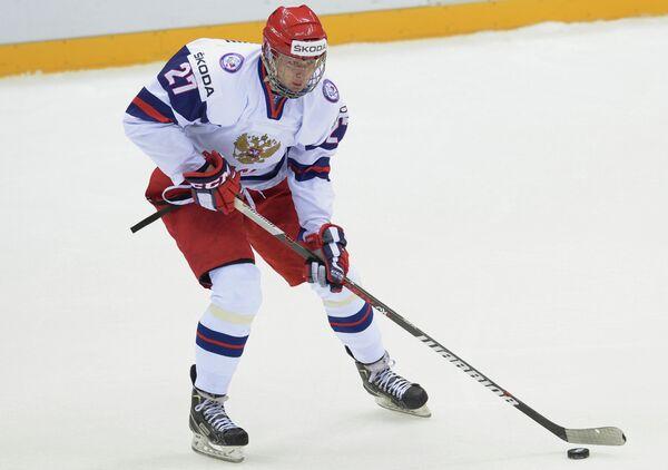 Нападающий сборной России Валерий Ничушкин в матче против юниорской сборной Германии