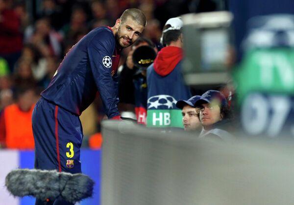 Защитник Барселоны Херард Пике после автогола в свои ворота