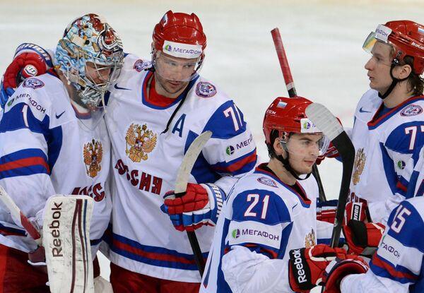 Хоккеисты сборной России радуются победе в матче с Германией