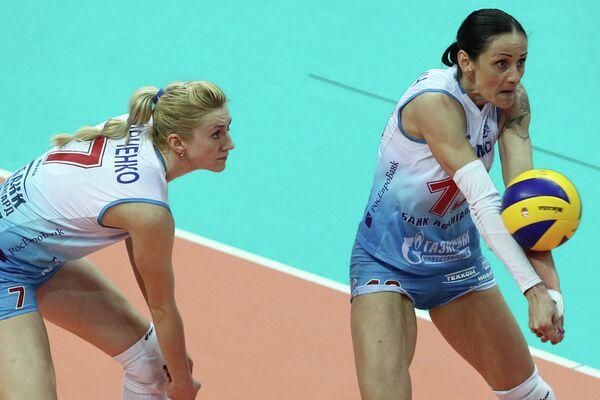 Игроки Динамо Марина Марченко и Наташа Осмокрович (слева направо)