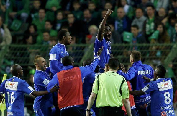 Футболисты Генка радуются победе в финале Кубка Бельгии над Серкль Брюгге